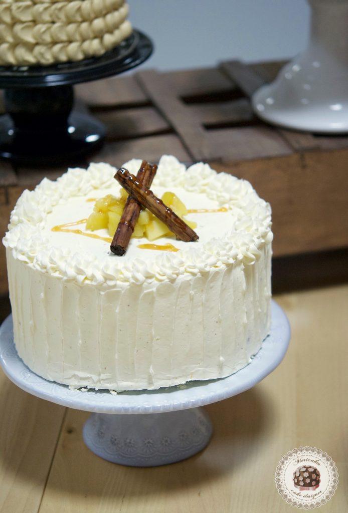Tarta de manzana asada con sidra, miel y jengibre confitado, rellena de lemond curd y crema suiza de merengue