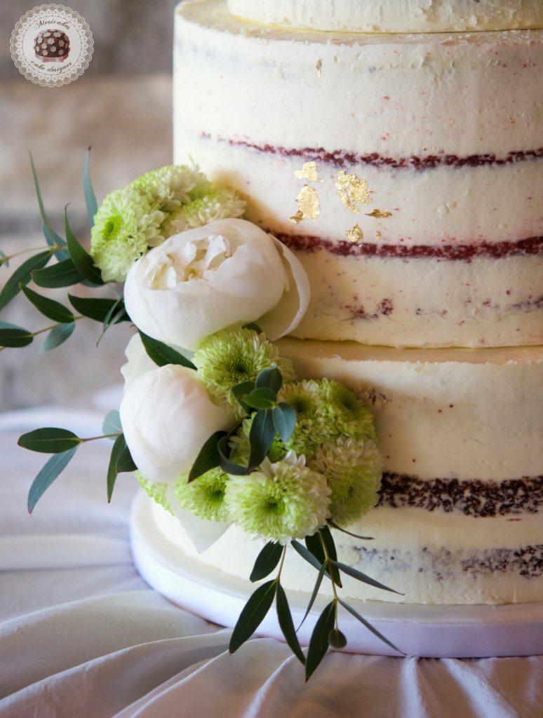 Semi naked cake, red velvet, wedding cake, tarta de boda, spain wedding, wedding flowers, peony, peonias, mericakes, barcelona wedding, mas de sant llei, gold leaf, eucalyptus, bodas reales, casarse a catalunya 4