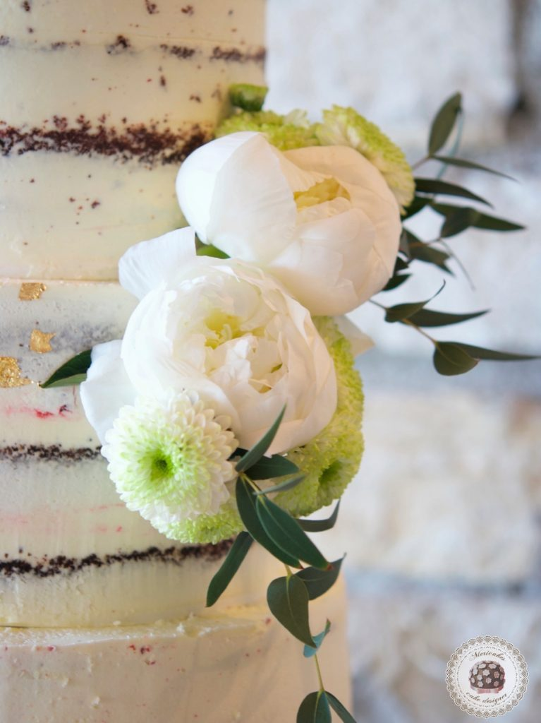 Semi naked cake, red velvet, wedding cake, tarta de boda, spain wedding, wedding flowers, peony, peonias, mericakes, barcelona wedding, mas de sant llei, gold leaf, eucalyptus, bodas reales, casarse a catalunya 6