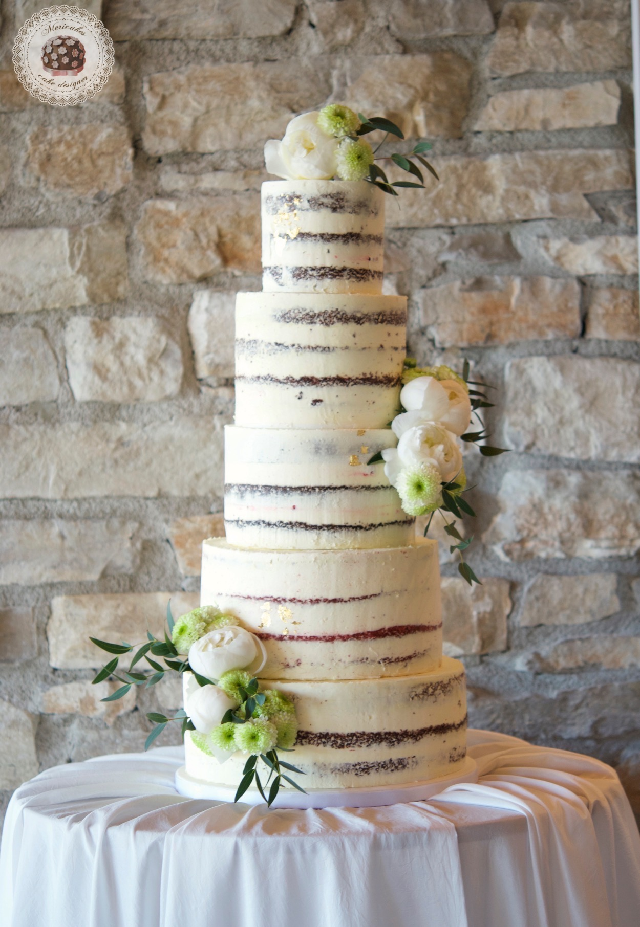 Semi naked cake, red velvet, wedding cake, tarta de boda, spain wedding, wedding flowers, peony, peonias, mericakes, barcelona wedding, mas de sant llei, gold leaf, eucalyptus, bodas reales, casarse a catalunya