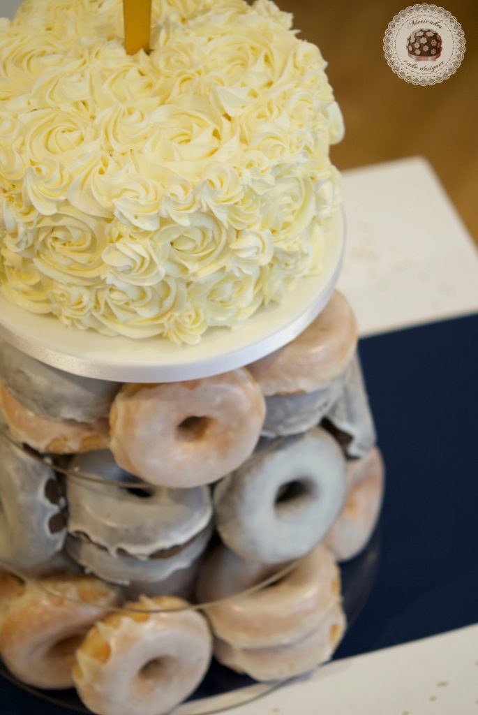 Wedding cake, tarta de boda, spain wedding, doughnuts, doughnuts tower, donuts, berlinas, donas, mericakes, barcelona, wedding stories, cream cake, cake topper, chocolate 2