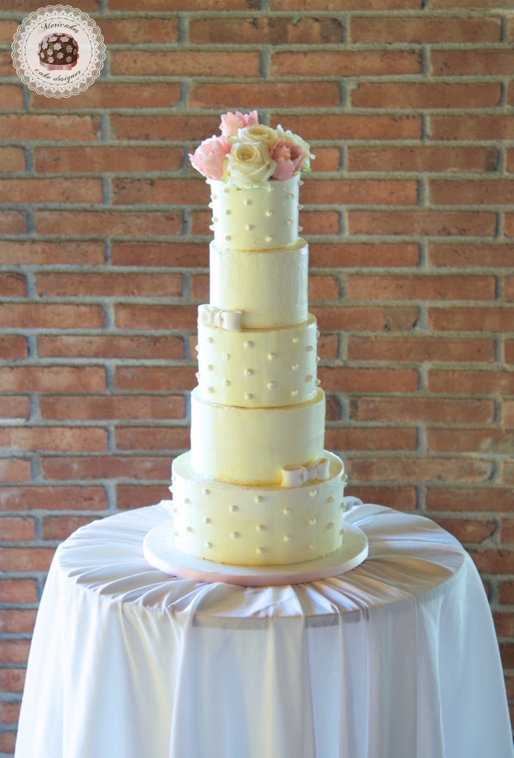 Wedding cake, cream cake, dots, tartas de boda, tortas, mericakes, barcelona, red velvet, roses, tuilps, sugar flowers, pastry, pasteleria creativa, spain wedding, bodas reales. 0