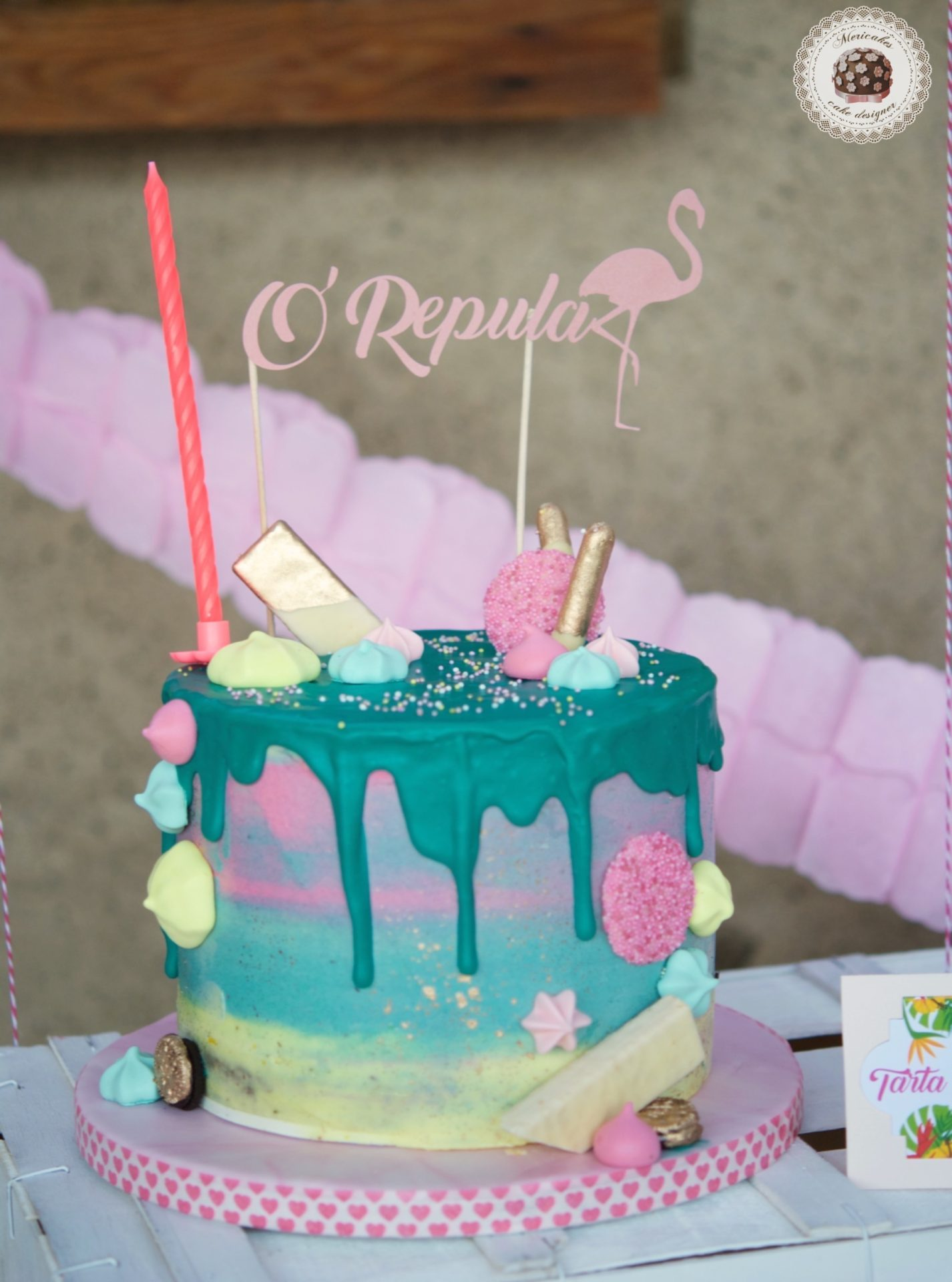 Mesa dulce, party pool, flamingo, dessert table, drip cake, pop corn, palomitas, cupcakes, meringue kisses, mericakes, barcelona 4