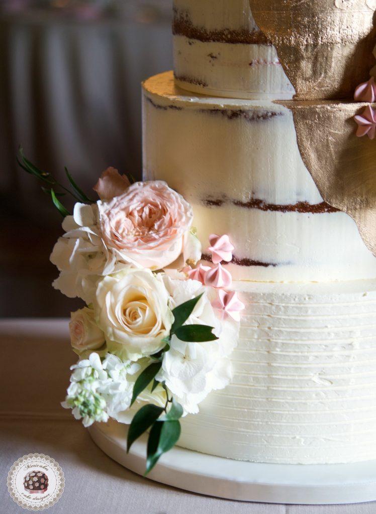Semi naked cake, gold cake, oro, gold wedding, fresh flowers, mericakes, tartas de boda, wedding cake, la baronia, wedding flowers, roses, cake artist, barcelona, champagne 3