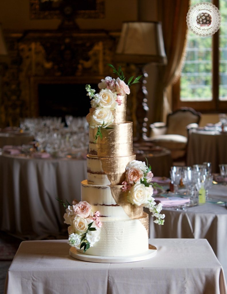 Semi naked cake, gold cake, oro, gold wedding, fresh flowers, mericakes, tartas de boda, wedding cake, la baronia, wedding flowers, roses, cake artist, barcelona, champagne