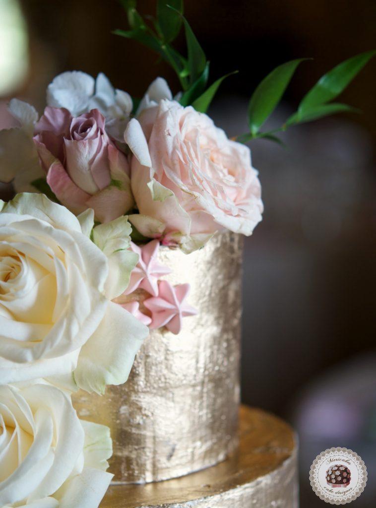 Semi naked cake, gold cake, oro, gold wedding, fresh flowers, mericakes, tartas de boda, wedding cake, la baronia, wedding flowers, roses, cake artist, barcelona, champagne 8