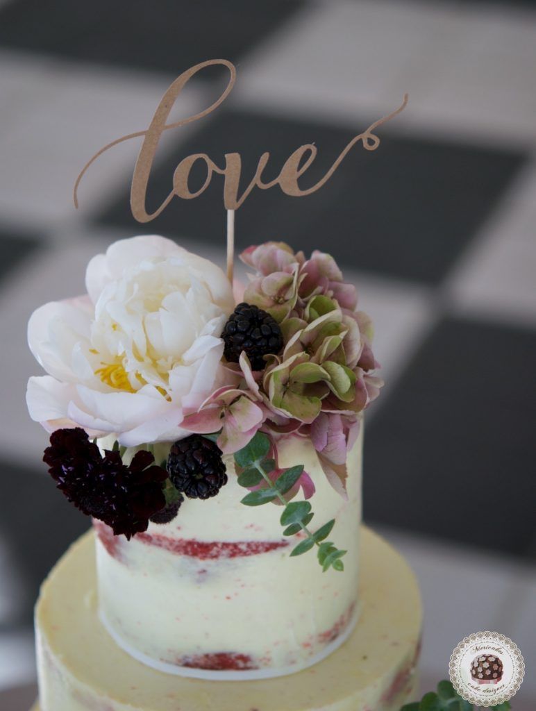 Semi naked cake, wedding cake, tarta de boda, red velvet, mericakes, esther conde catering, castell de sant marsal, flowers cake, peony, wedding cake topper, figs, blackberry, spain wedding 5