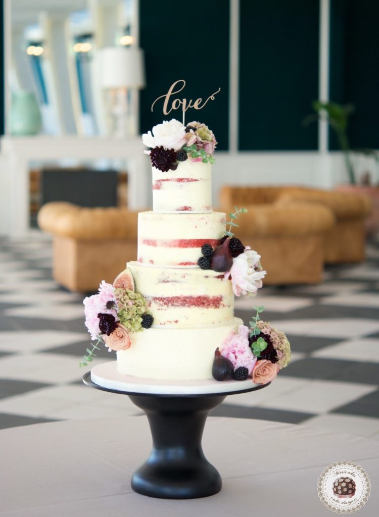 Semi naked cake, wedding cake, tarta de boda, red velvet, mericakes, esther conde catering, castell de sant marsal, flowers cake, peony, wedding cake topper, figs, blackberry, spain wedding