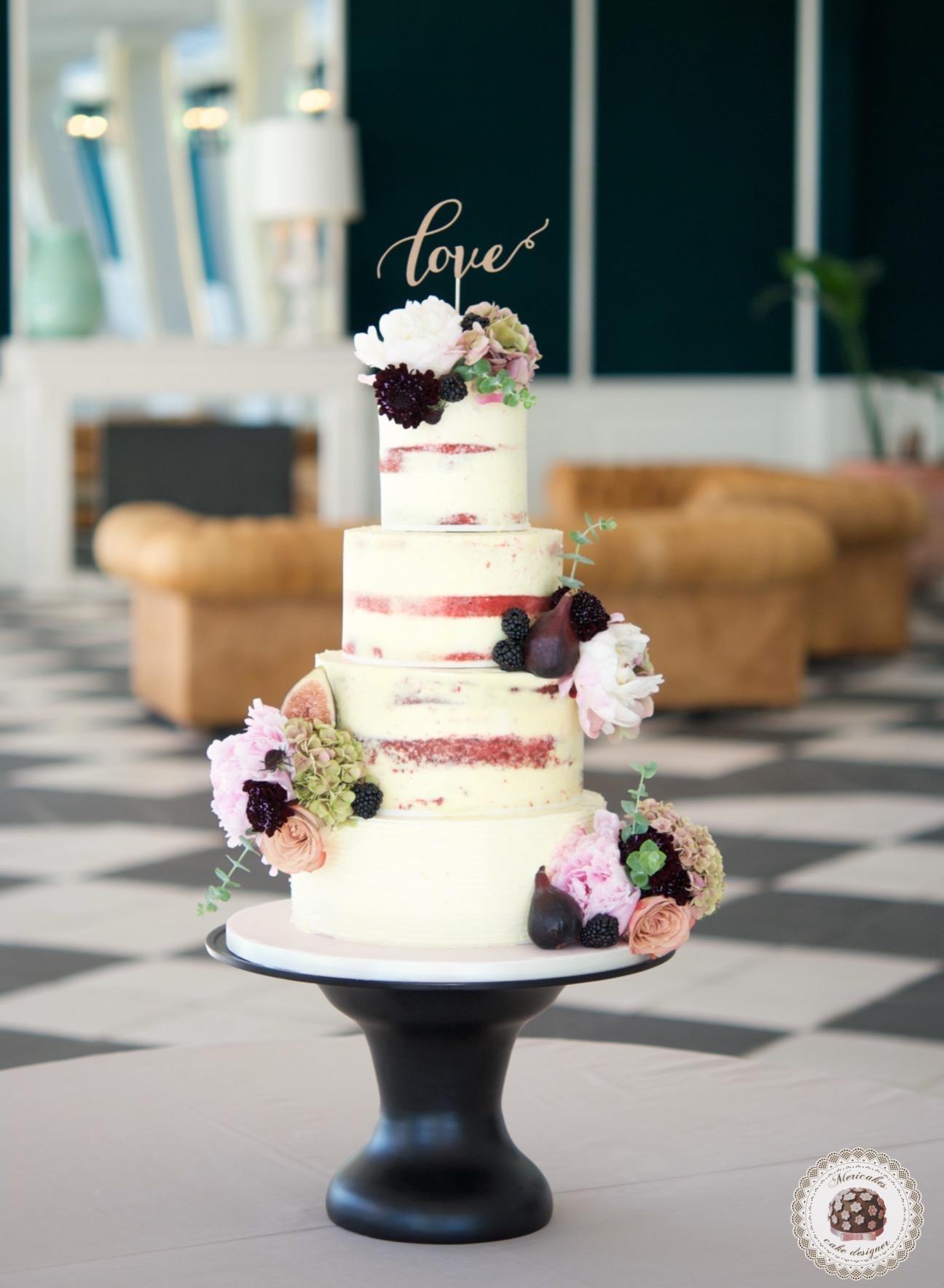 Semi naked cake, wedding cake, tarta de boda, red velvet, mericakes, esther conde catering, castell de sant marsal, flowers cake, peony, wedding cake topper, figs, blackberry, spain wedding