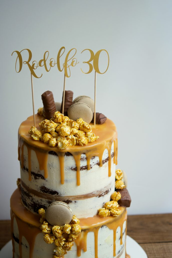 Drip cake, chocolate, semi naked cake, mericakes, birthday cake, party cake, tartas barcelona, tartas decoradas, pastel cumpleaños, macarons, popcorns, toffee 2