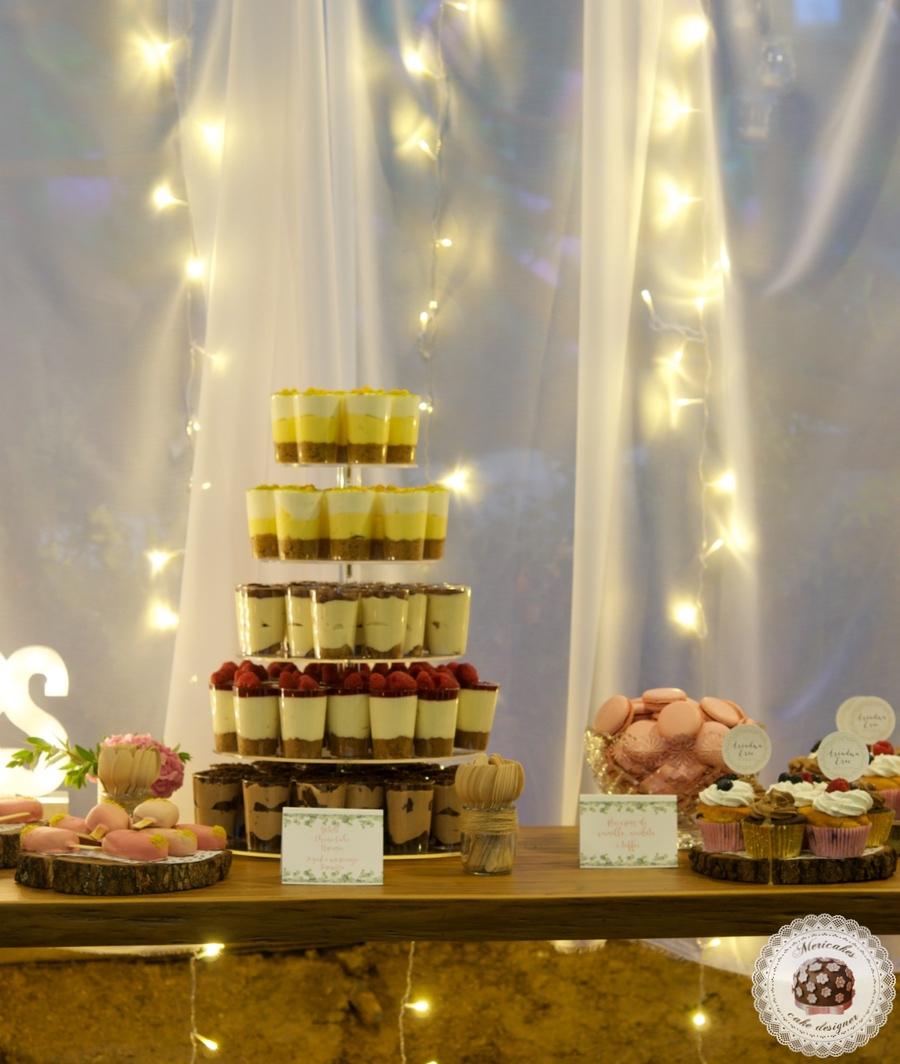 Mesa dulce, dessert table, sweet table, cupcakes, macarons, cake pops, semi naked, cake jar, mericakes, wedding desserts 2