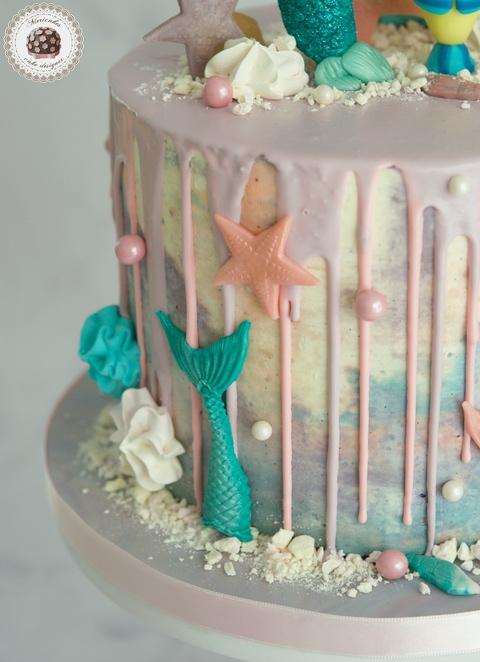 Sirenita Drip Cake