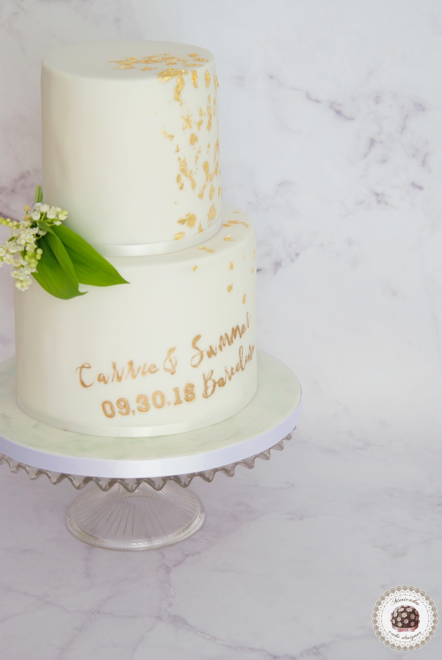 muguet and gold wedding cake