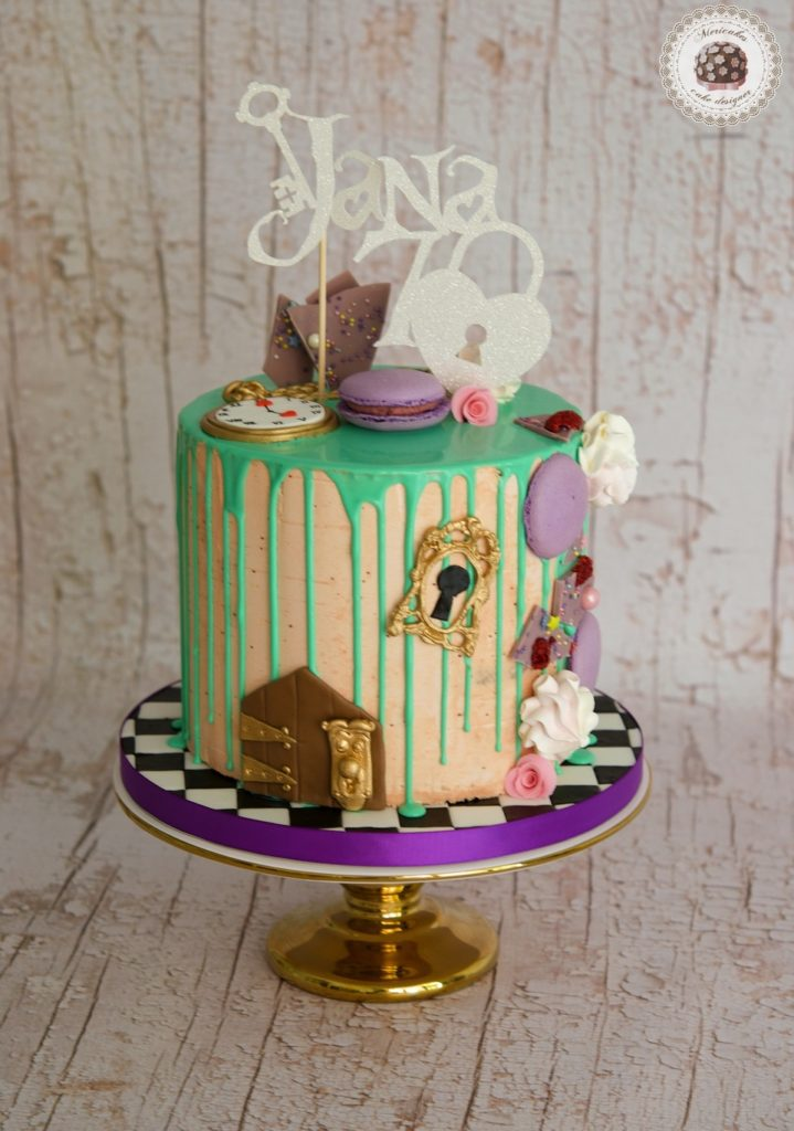 Drip Cake Alice in wonderland