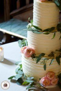 Peach roses Wedding Cake