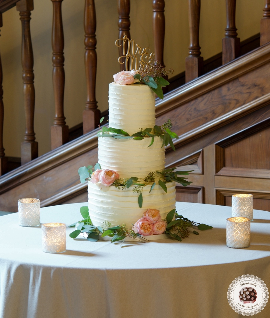Peach roses Wedding Cake