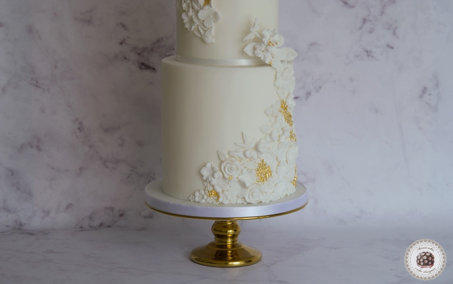 Relief and Gold Wedding Cake