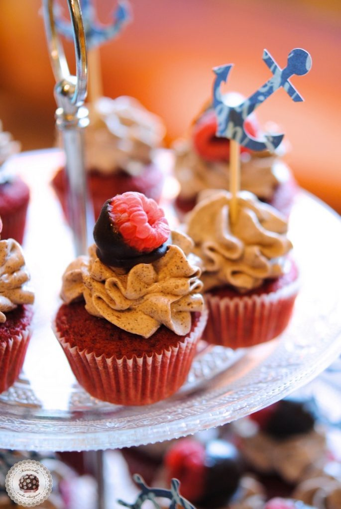 dessert-table-sweet-table-mesa-dulce-macarons-naked-cake-sea-sailor-sea-fresh-flowers-tarta-cupcakes-anchor-mericakes