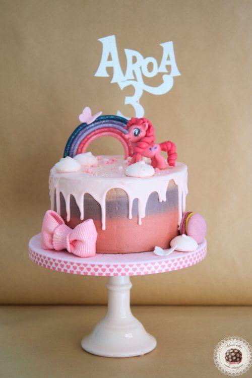 drip-cake-tartas-decoradas-my-little-pony-pinkie-pie-mi-pequeno-pony-mericakes-chocolate-meringue-kisses-pink-cake-pastel-de-cumpleanos-tartas-personalizadas-reposteria-creativa-6