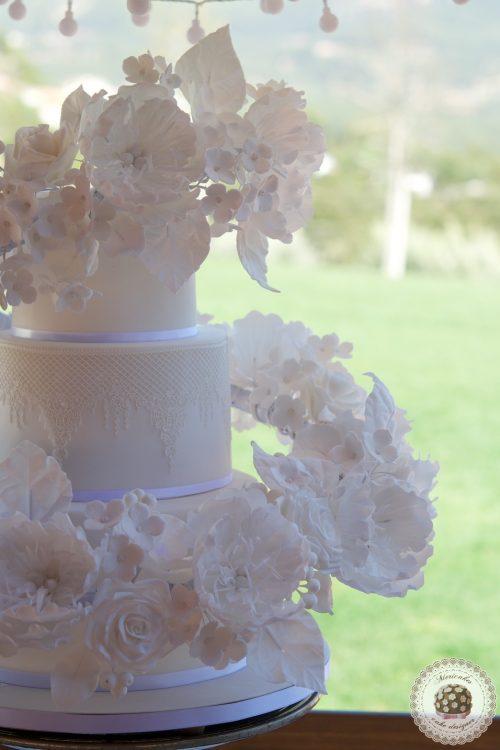 Floating floral cascade Wedding Cake, luxury wedding cake, tartas de boda, flores de azucar, sugar flowers, mericakes, rose and almond cake, champagne cream, barcelona, tarta fondant, sugar lace, 3