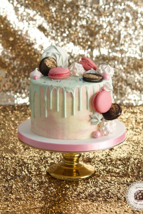 Macarons Drip Cake