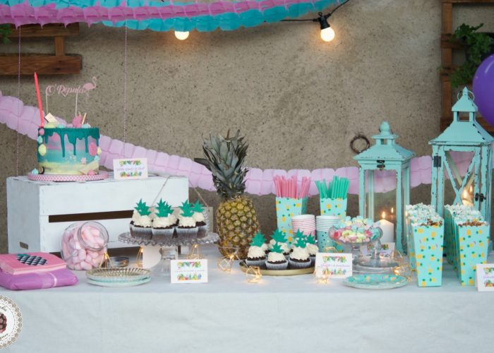 Mesa dulce, party pool, flamingo, dessert table, drip cake, pop corn, palomitas, cupcakes, meringue kisses, mericakes, barcelona