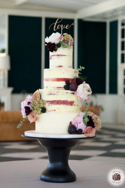 Semi naked cake, wedding cake, tarta de boda, red velvet, mericakes, esther conde catering, castell de sant marsal, flowers cake, peony, wedding cake topper, figs, blackberry, spain wedding 8