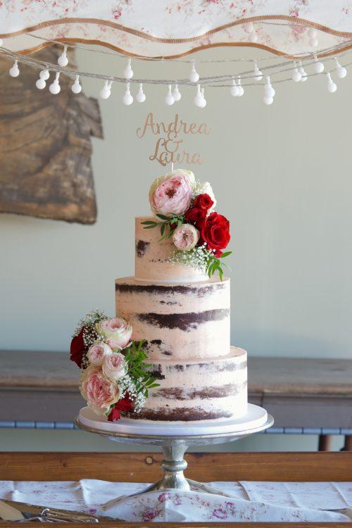 Semi naked wedding cake, cake flowers, tarta de boda, barcelona wedding, chocolate, mericakes, cake topper, roses, pastel de bodas