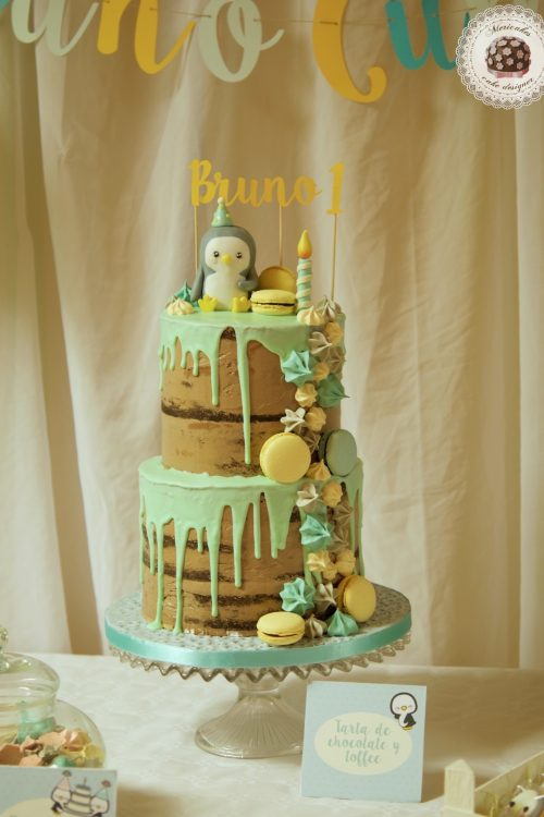 Penguin Drip Cake
