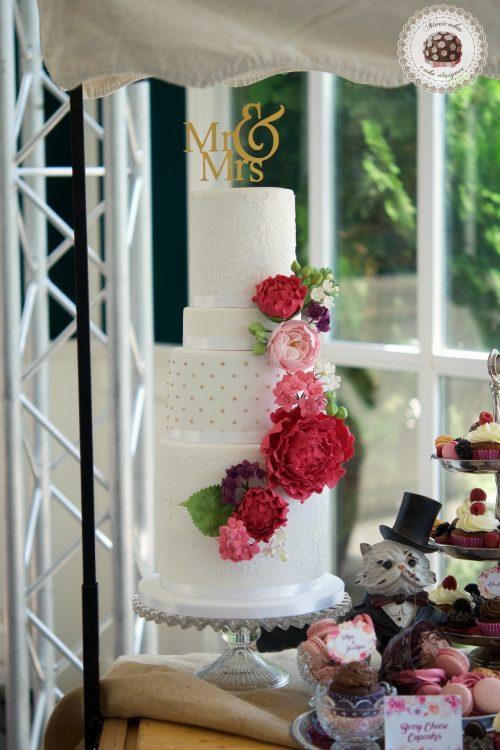 mesa dulce, tarta de boda, wedding dessert table, party tea, sugar flowers, fondant cake, mericakes, castell de sant marcal, spain wedding, macarons, cupcakes, barcelona 5