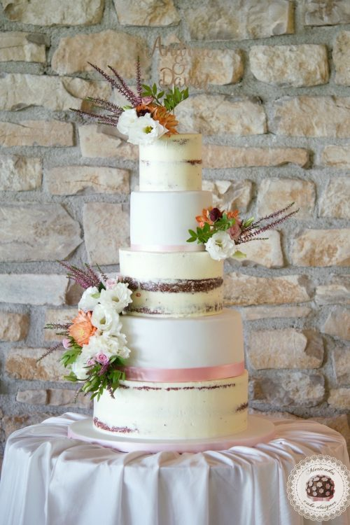 semi naked cake, wedding cake, tarta de boda, fondant, mericakes, fresh flowers, red velvet, mas de sant llei, pastel de boda, spain wedding, romantic wedding, rustic wedding 3